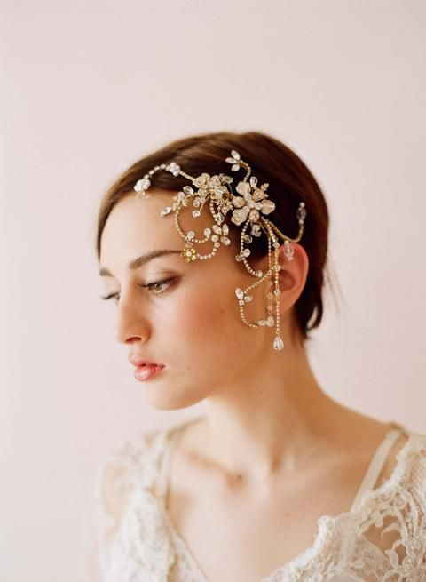 bride with short hair wearing a hair clip veil alternative