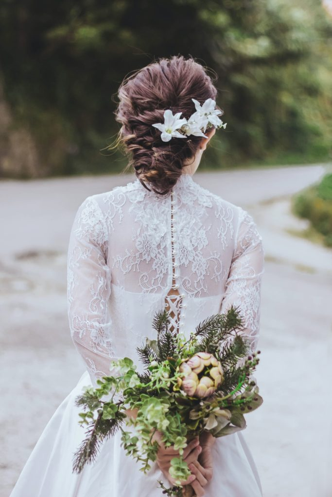Bride with white flowers in her hair - veil alternatives