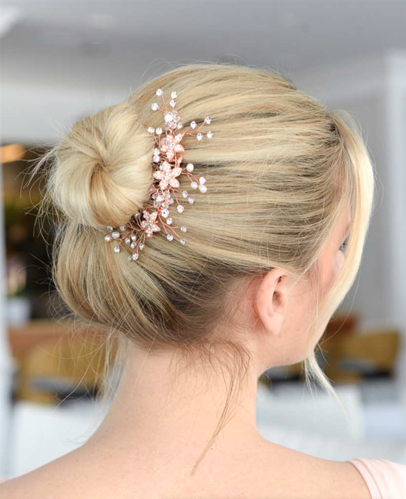 Bride wearing a hair comb for a veil alternative